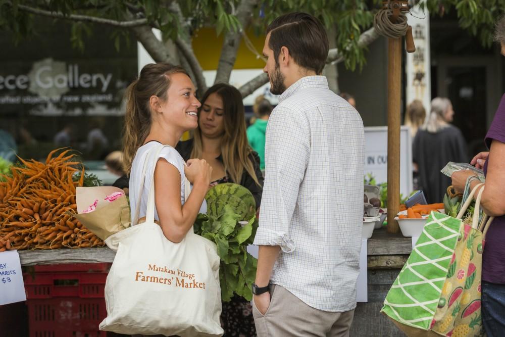 Matakana farmers markets couple